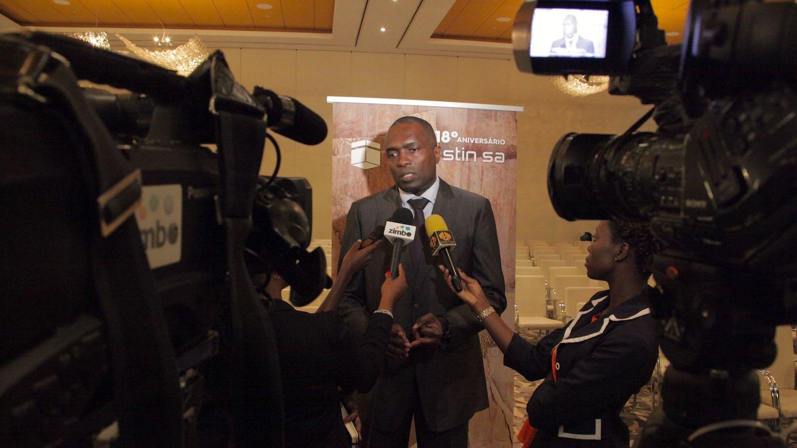Porta-voz da Imogestin, Mário Guerra, falando à imprensa sobre os prémios
